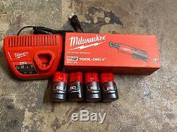 Véritable Milwaukee 2457-22 3 / 8ratchet Plus (2) Batteries (4) Piles De Kit